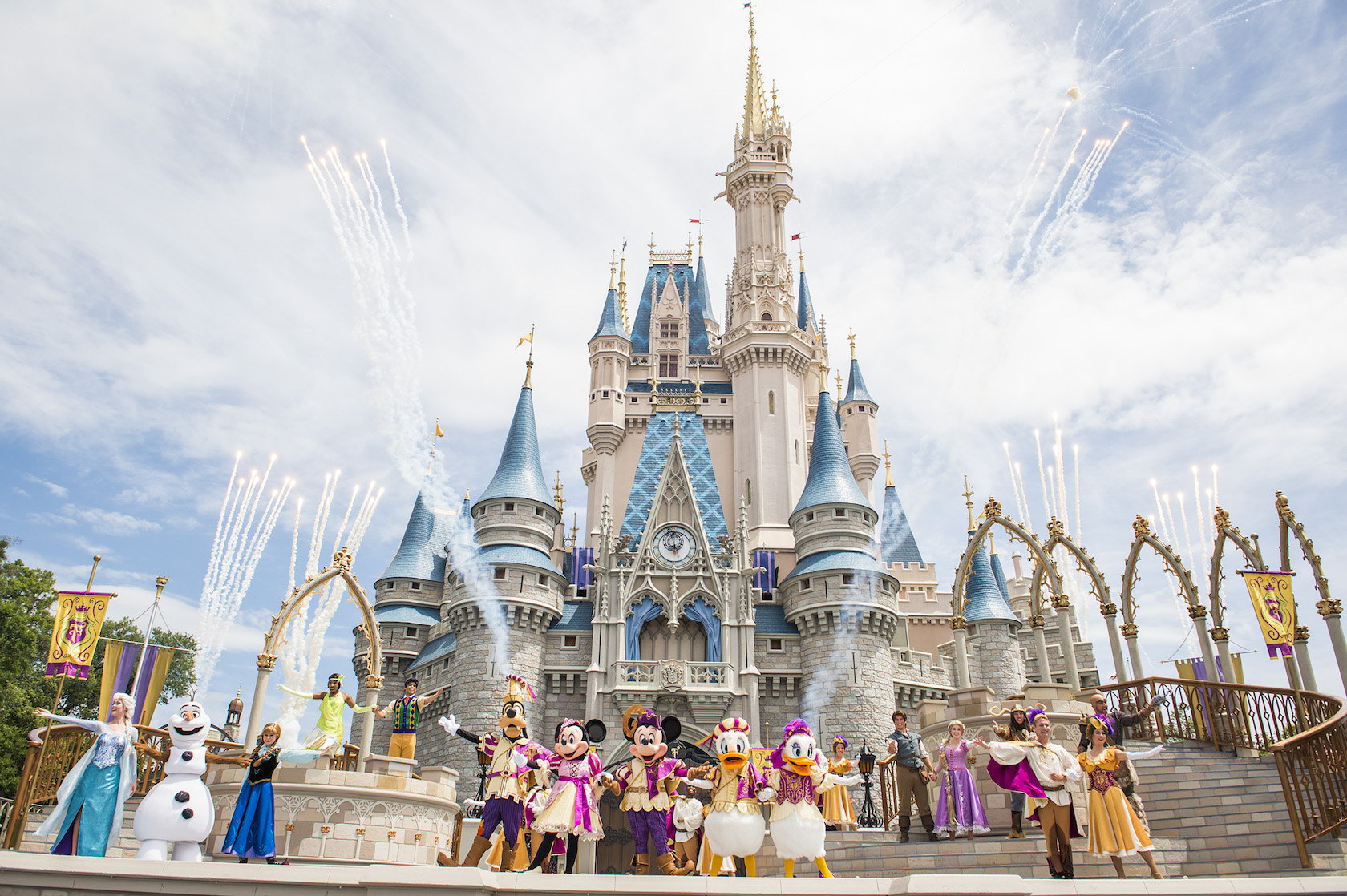 20 INGENIUS MUST HAVES To Upgrade Your ENTIRE Disney World Experience (With Kids)!