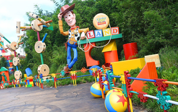 10 Things to Know Before Stepping Foot in TOY STORY LAND!!