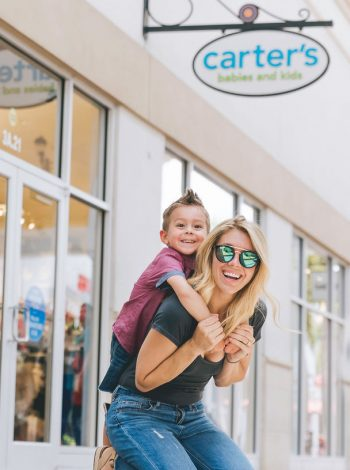 Cheap clothes for kids and mom in Orlando!! Orlando Premium Outlets! Orlando Outlet shopping!! Budget family clothes kids summer styles #summerstyle #momclothes #cheapmomclothes #kidsclothescheap #shoppingwithkids #orlandoshopping #orlandooutlets